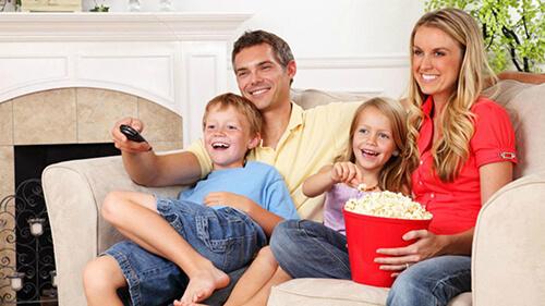 تماشای کارتون با خانواده